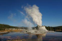 USA-Yellowstone-Geysir-Regenbogen-Spiegelung