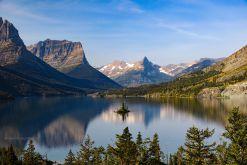 USA-Glacier-Nationalpark-Montana-See-Insel-Fotoreise-Reise-und-Bild